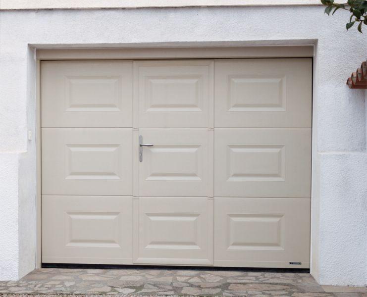 Pose Porte De Garage à Janzé SARL Martin - Porte de garage sectionnelle avec pose porte de service pvc